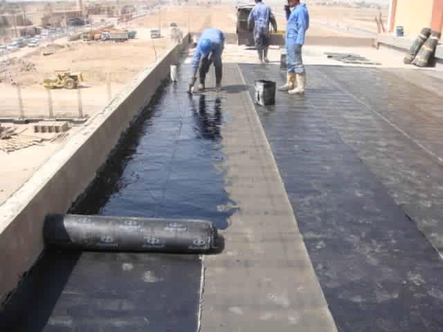 تطبيق العزل المائي لحماية الأسطح